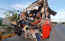 Hai xe khách va chạm, 1 người chết, hàng chục người bị thương