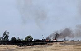 Máy bay Mỹ chở 10 người bốc cháy khi mới cất cánh