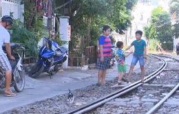 Nguy hiểm rình rập những khu dân cư ven đường sắt
