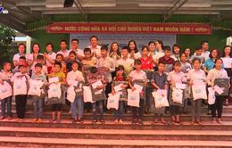 Tặng học bồng cho học sinh vùng cao tỉnh Thái Nguyên trước thềm năm học mới