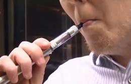 Người hút thuốc lá điện tử đầu tiên tử vong vì bệnh phổi