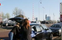 """Amsterdam tham vọng trở thành """"thành phố ô tô điện"""" vào năm 2030"""