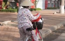 Thói quen nhặt chai lọ nhựa của hai mẹ con ở TP Quy Nhơn