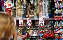 Brexit làm khó các nhà sản xuất đồ lưu niệm ở châu Âu