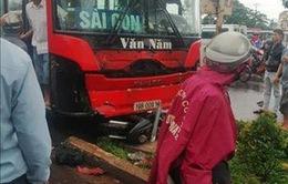 Gia Lai: Xe khách mất lái đâm 3 người chết, nhiều người bị thương