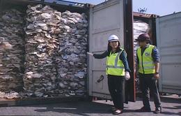 Malaysia truy tìm nguồn gốc gần 200 container rác thải nhựa
