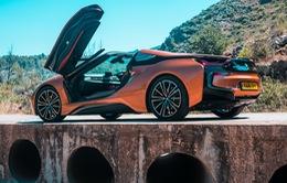 """Lộ diện hình ảnh BMW i8 """"thoát xác"""" với hình hài mới, sắc sảo không ngờ"""