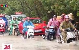 Nhiều vị trí tại Đại lộ Thăng Long ngập sâu sau bão số 3
