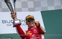 Mick Schumacher hạnh phúc với lần đầu về nhất tại F2