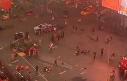 Quảng trường Thời đại náo loạn vì... nhầm lẫn tiếng moto thành tiếng súng nổ