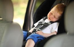 Trẻ bị bỏ quên trong xe ô tô có thể chết vì sốc nhiệt