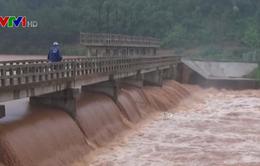 Nhiều hộ dân tại Bù Đăng (Bình Phước) bị cô lập do mưa lũ