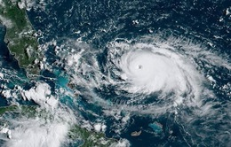 Người dân Mỹ ứng phó với siêu bão Dorian mạnh lên