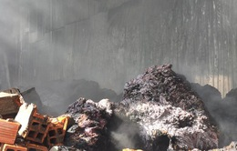 An Giang: Cháy kho nguyên liệu sản xuất nệm mút
