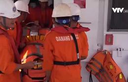 Cứu thuyền viên người nước ngoài gặp nạn ở Hoàng Sa