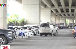Nhiều bãi giữ xe vẫn hoạt động dưới gầm cầu ở TP.HCM
