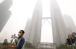 Malaysia cấp khẩu trang cho người dân khu vực ô nhiễm khói mù