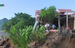Sạt lở nghiêm trọng ven sông Gianh, người dân thấp thỏm lo âu