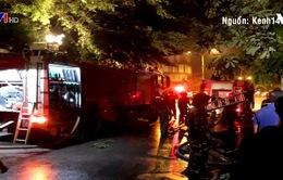 Nhà 3 tầng bốc cháy trong đêm, 4 người thoát chết