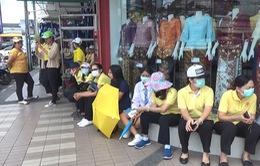 Thái Lan cấp phát khẩu trang cho người dân do khói bụi từ Indonesia