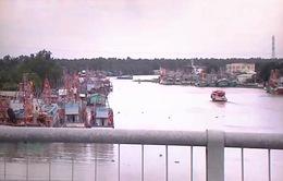 Hàng ngàn tàu cá nằm bờ - Chuyện buồn ở làng biển