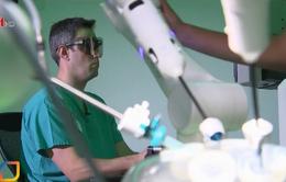 Robot phẫu thuật sử dụng trí tuệ nhân tạo - Cuộc cách mạng trong ngành y tế Anh
