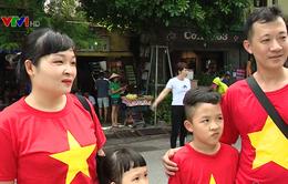Người dân háo hức dạo phố đi bộ Hồ Gươm mừng Quốc khánh