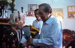 Phó Thủ tướng Trương Hòa Bình thăm Mẹ Việt Nam anh hùng