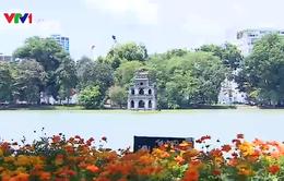 Nhiều người dân đổ về Thủ đô Hà Nội chào mừng Quốc khánh