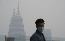 Gần 2 triệu học sinh Indonesia và Malaysia không thể đến trường vì khói bụi