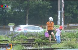 Nguy hiểm tình trạng băng qua đường sắt để đi tắt đến trường