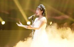 Lưu Thiên Hương khóc nức nở trên sân khấu khi xem học trò hát tặng mẹ bị ung thư