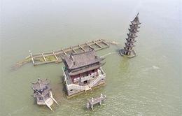 Đảo 1000 năm tuổi đột ngột lộ ra giữa lòng hồ cạn nước