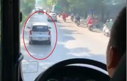 Tước bằng lái xe không nhường đường cho xe cứu hỏa