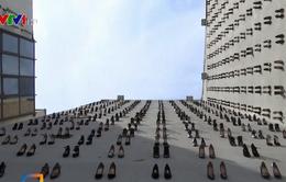 Ấn tượng 440 đôi giày cao gót treo trên tường một tòa nhà ở Thổ Nhĩ Kỳ