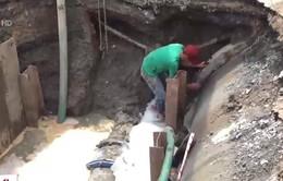 TP.HCM: Đường ống nước bị vỡ, phát nổ