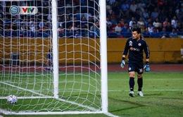 Thủ môn Bùi Tiến Dũng có mắc lỗi trong bàn thua khiến CLB Hà Nội bị CLB 4.25 cầm hòa?