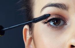 Sử dụng mascara thường xuyên có thể gây nhiễm trùng mắt