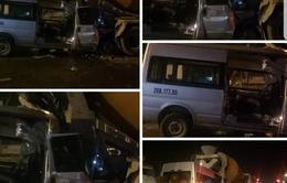 Hà Nội: Ô tô đâm xe bồn dừng đèn đỏ, tài xế mắc kẹt ở cabin