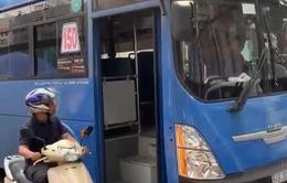Đình chỉ lái xe bus có hành vi khiếm nhã