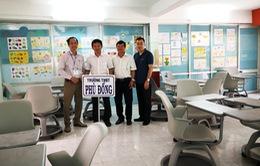 Trao tặng bàn ghế và thiết bị văn phòng cho trường học và các hiệp hội ICT