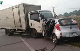 Xe tải tông taxi, 2 người tử vong tại chỗ