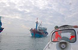 Cứu ngư dân Quảng Bình gặp nạn trên biển