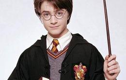 """Trường học cấm truyện Harry Potter do sợ... """"triệu hồi quỷ dữ"""""""