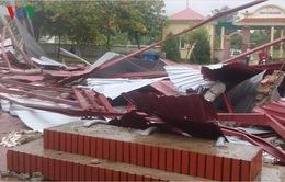 Lốc xoáy ở Hà Tĩnh cuốn phăng hàng chục mái nhà trong đêm