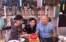 Tranh thủ ngày nghỉ, HLV Park Hang-seo tổ chức sinh nhật sớm