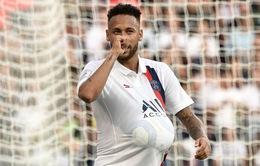 Neymar ví fan PSG với... bạn gái