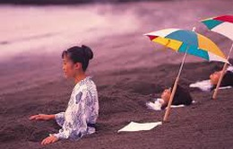 Tắm cát núi lửa phục hồi sức khỏe
