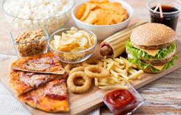 Anh: Thiếu niên bị mù và điếc vì ăn thức ăn nhanh trong suốt 10 năm