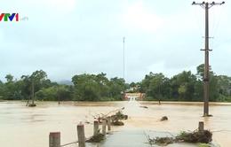 Hàng trăm trường học ở Hà Tĩnh hoãn khai giảng do mưa lũ
